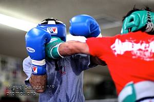 Pacquiao hits sparring partner with left blow